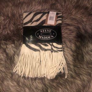 Steve Madden NWT scarf